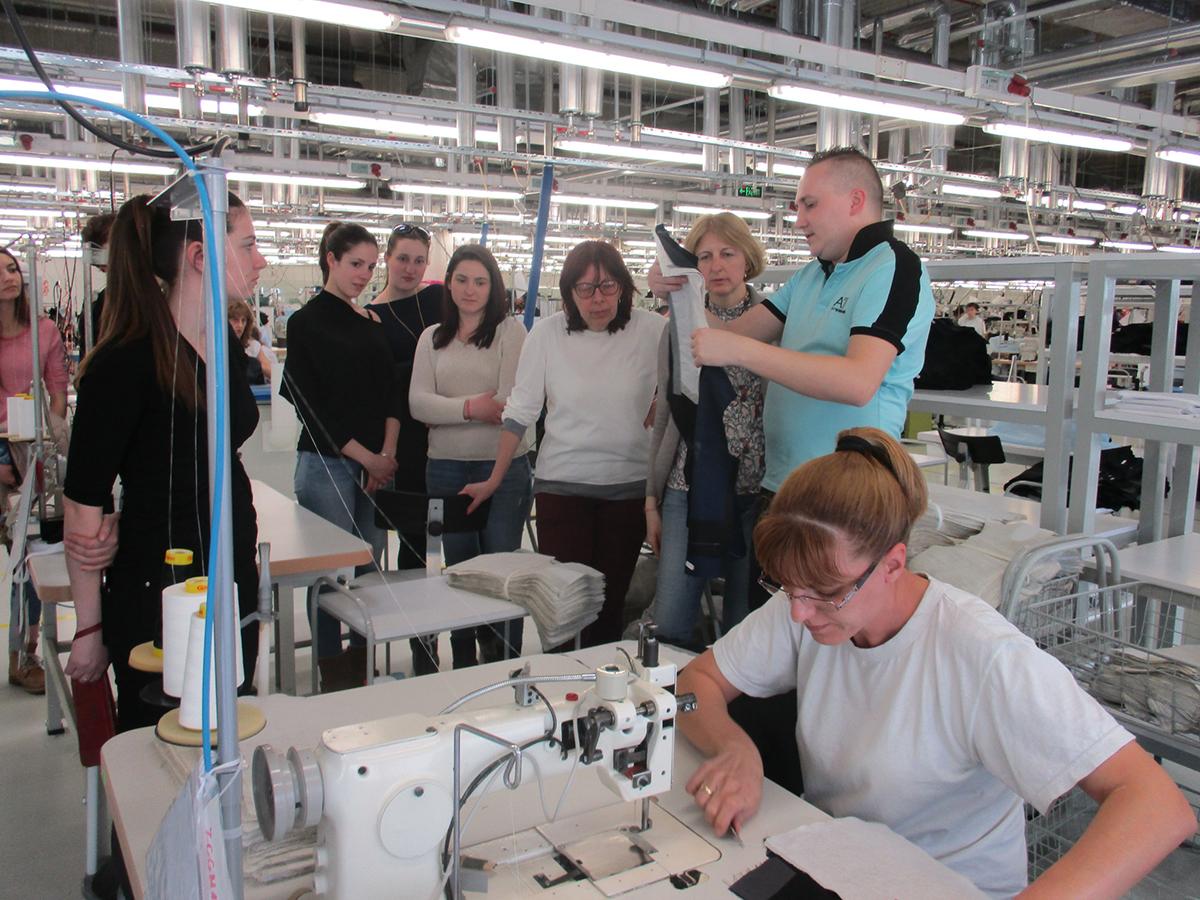 Студенти от технически университет